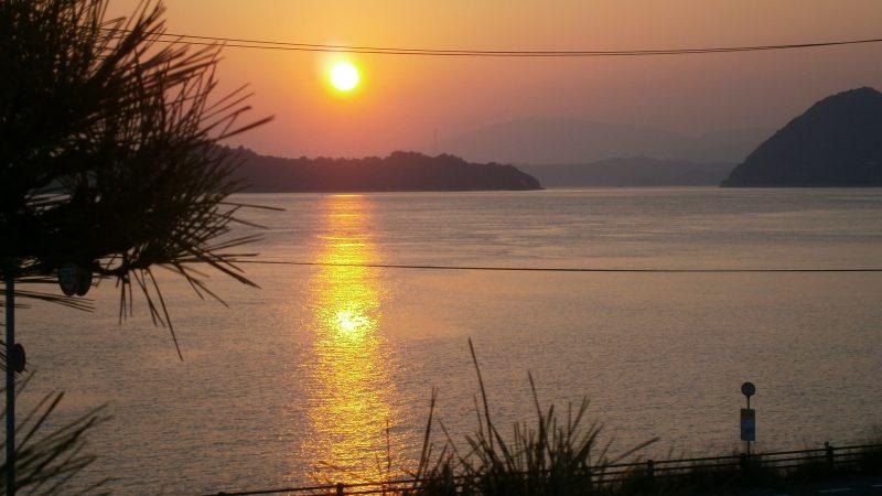 瀬戸内に沈む夕日。。。|瀬戸内の宿 竹原シーサイドホテル